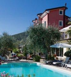 relais-le-ville-ligurie-la-spezia-hotel-zwembad-restaurant.jpg