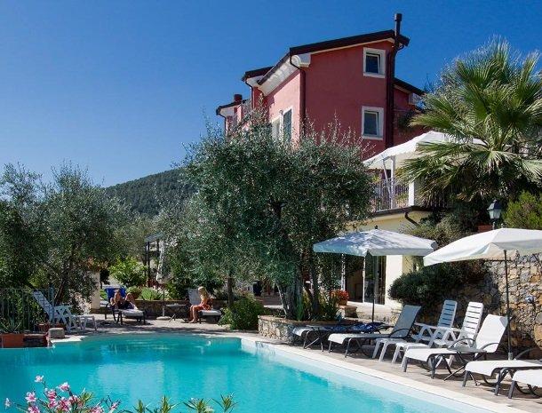 relais-le-ville-ligurie-la-spezia-hotel-zwembad.jpg