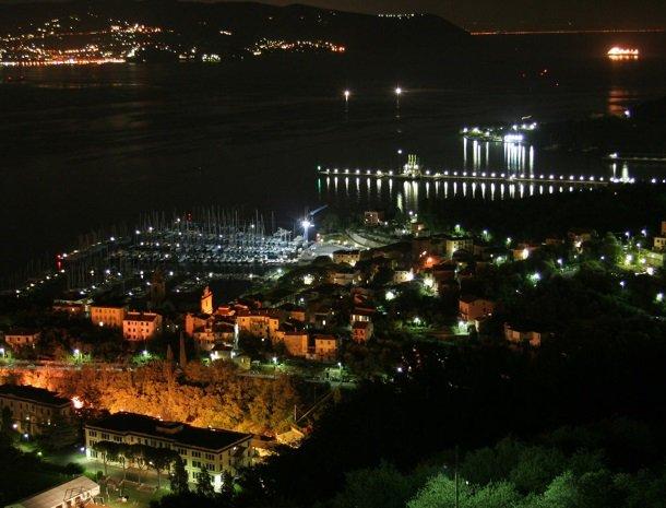 relais-le-ville-ligurie-la-spezia-uitzicht-avond.jpg