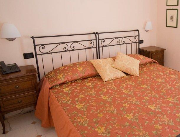relais-le-ville-ligurie-la-spezia-slaapkamer-manarola.jpg