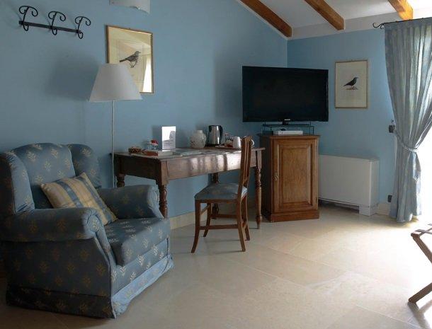 relais-le-ville-ligurie-la-spezia-slaapkamer-chiara-stoel.jpg
