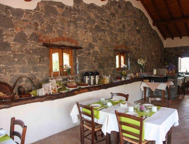 agriturismo-galea-riposto-sicilie-ontbijtbuffet-restaurant.jpg