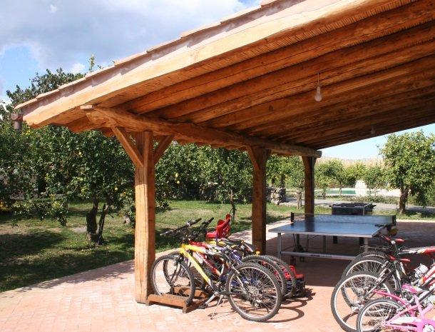 agriturismo-galea-riposto-sicilie-tuin-fietsen-zwembad.jpg