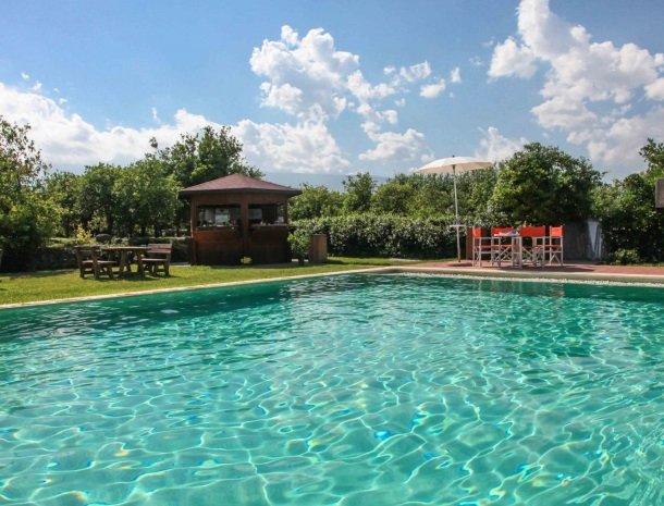 agriturismo-galea-riposto-sicilie-zwembad.jpg