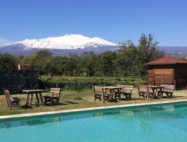 agriturismo-galea-riposto-sicilie-etna-zwembad-winter.jpg