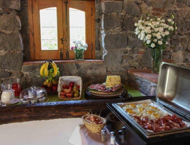 agriturismo-galea-riposto-sicilie-ontbijt-eieren.jpg
