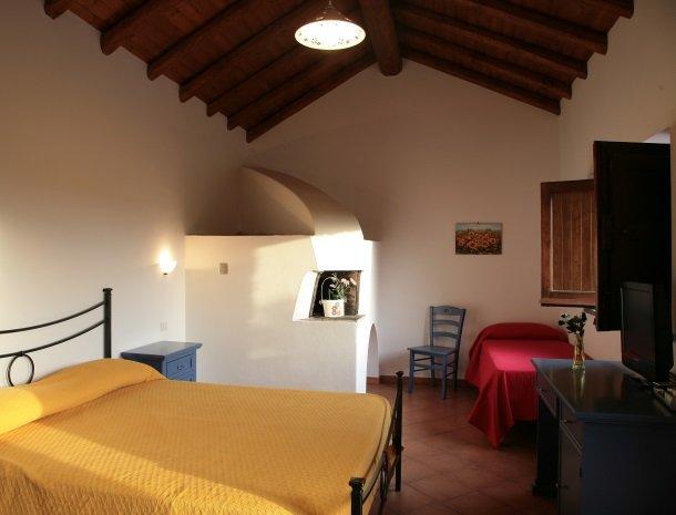 agriturismo-galea-riposto-sicilie-slaapkamer.jpg