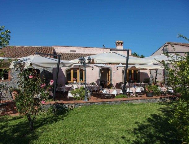 agriturismo-galea-riposto-sicilie-terras-restaurant.jpg