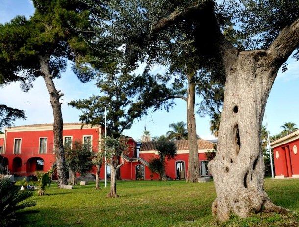 palazzo-rosso-riposto-overzicht.jpg