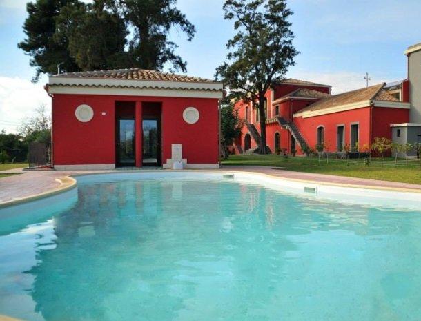 23 palazzo-rosso-riposto-zwembad.jpg