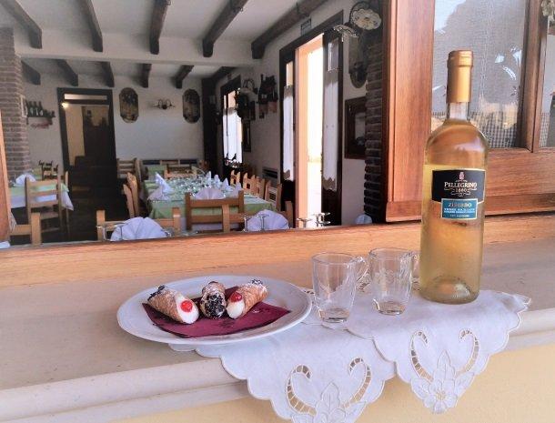 agriturismo-le-campanelle-lascari-sicilie-restaurant-cannoli.jpg