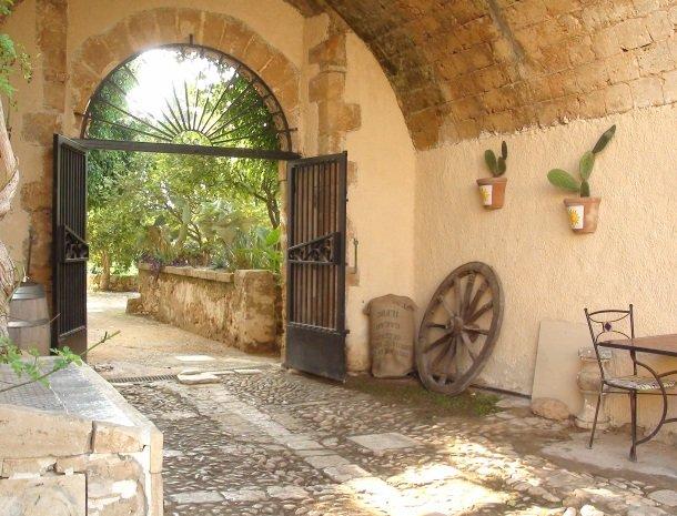 baglio-siciliamo-noto-sicilie-ingang.jpg
