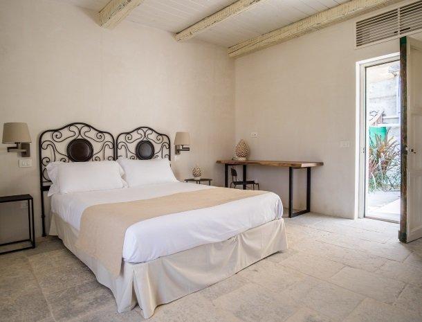 baglio-siciliamo-noto-sicilie-deluxe-bed.jpg
