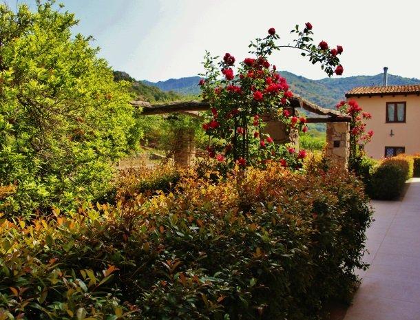 tenuta-edone-sicilie-agriturismo-achterkant-kamers-uitzicht.jpg