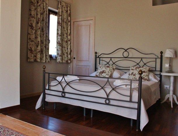 tenuta-edone-sicilie-agriturismo-slaapkamer.jpg