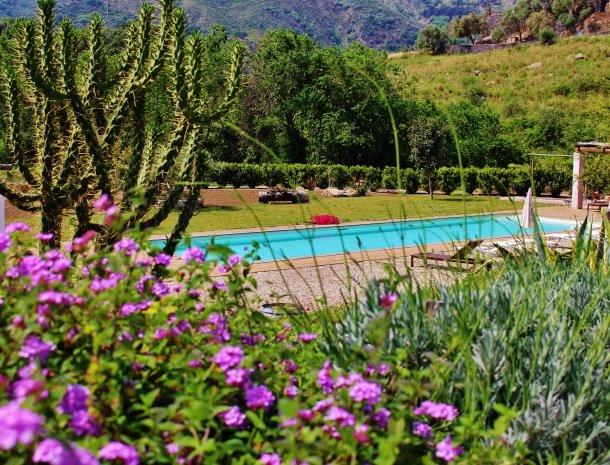tenuta-edone-sicilie-agriturismo-zwembad-lavendel.jpg