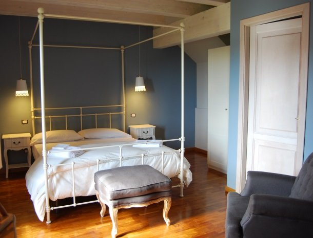 tenuta-edone-sicilie-agriturismo-slaapkamer-bed.jpg