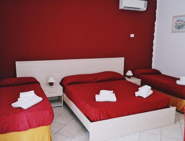bed-and-breakfast-gafludi-cefalu-slaapkamer-4-bedden.jpg