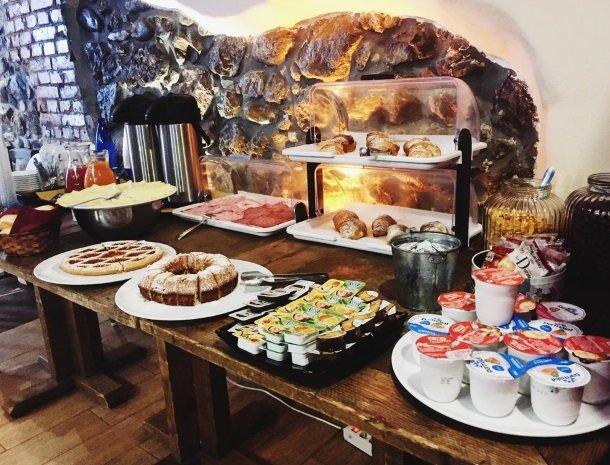 bed-and-breakfast-gafludi-cefalu-ontbijtbuffet.jpg