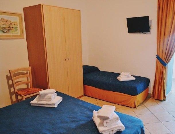 bed-and-breakfast-gafludi-cefalu-slaapkamer-extra-bed.jpg