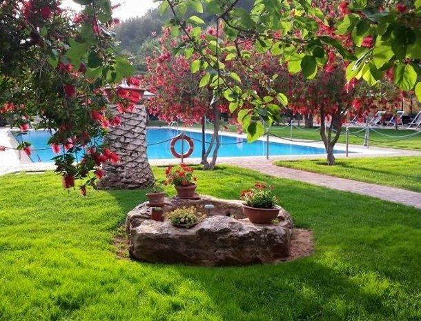 agriturismo-il-drago-piazza-armerina-zwembad.jpg
