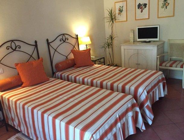 etna-hotel-giarre-sicilie-slaapkamer-bedden.jpg