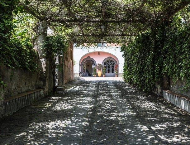 etna-hotel-giarre-sicilie-toegang.jpg