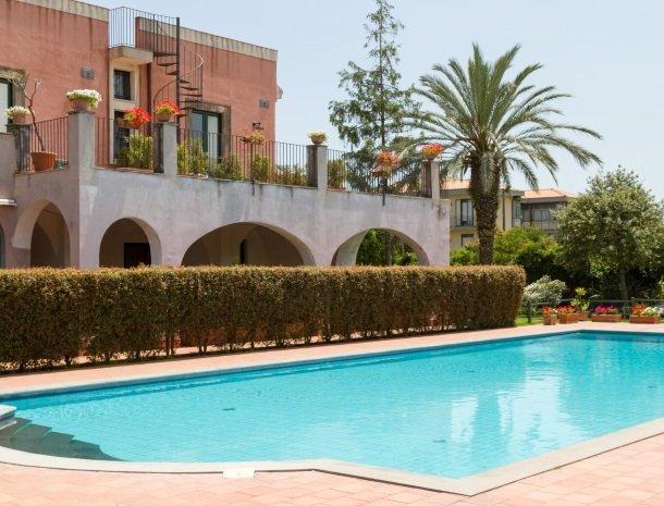 etna-hotel-giarre-sicilie-zwembad.jpg
