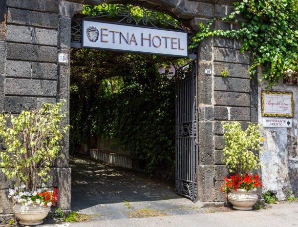 etna-hotel-giarre-sicilie.ingang.jpg