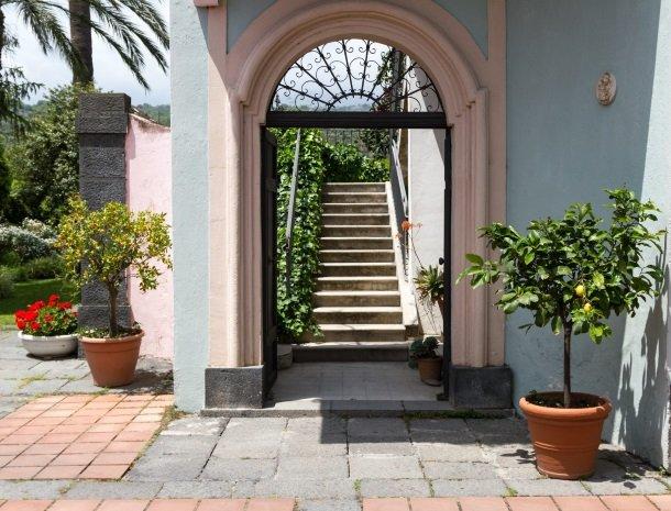 etna-hotel-giarre-sicilie-toegang-1e-verdieping.jpg