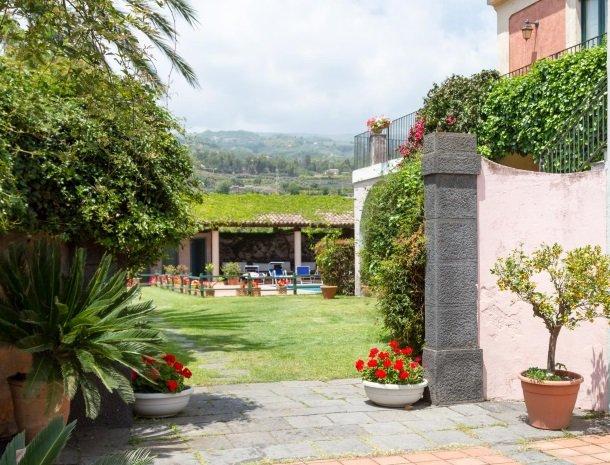 etna-hotel-giarre-sicilie-tuin-zwembad.jpg