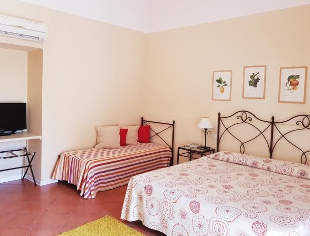 etna-hotel-giarre-sicilie-kamer-3-bedden.jpg