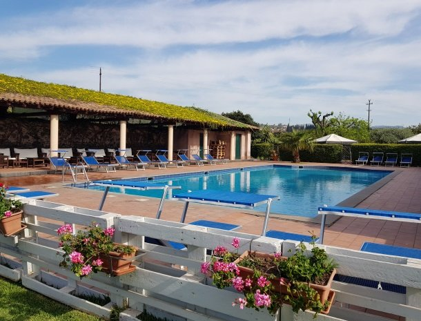 etna-hotel-giarre-sicilie-zwembad-overzicht.jpg