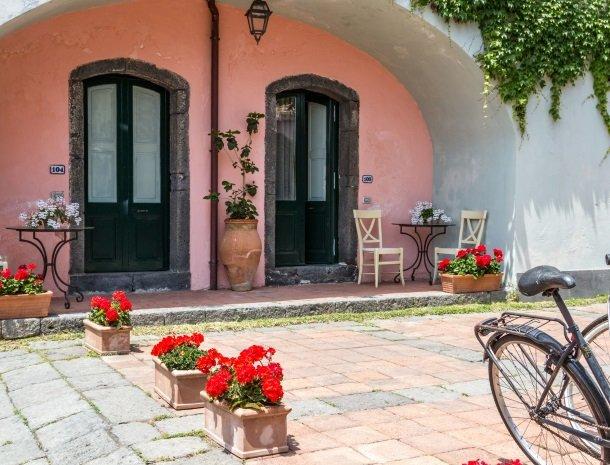 etna-hotel-giarre-sicilie-slaapkamer-ingang.jpg