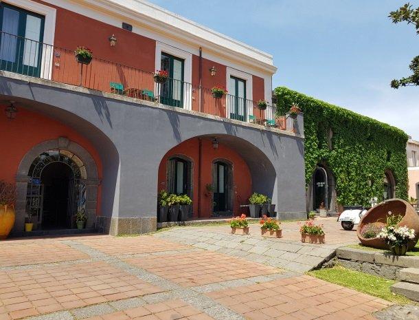 etna-hotel-giarre-sicilie-kamers-ingang.jpg