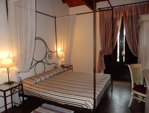 etna-hotel-giarre-sicilie-slaapkamer.jpg