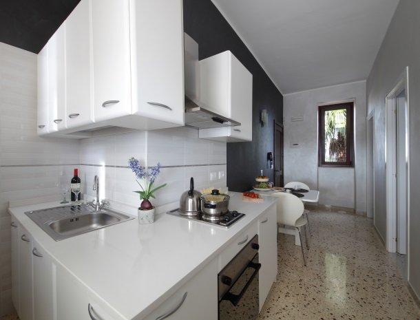 casal-sikelio-cassibile-sicilie-keuken.jpg