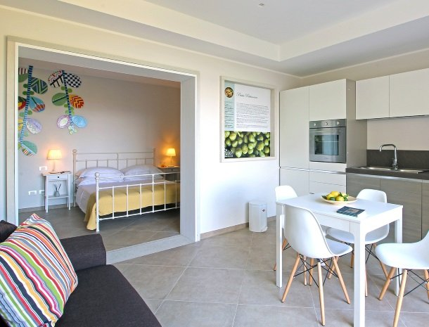 sike-holiday-home-sicilie-cappero-slaapkamer-keuken.jpg
