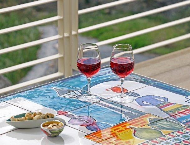 sike-holiday-home-sicilie-terras-wijn.jpg