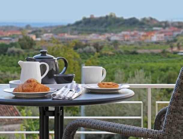 sike-holiday-home-sicilie-terras-ontbijt.jpg