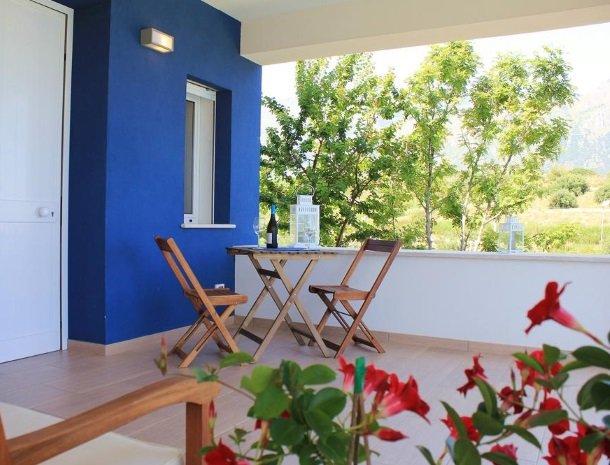 casa-azul-bed-and-breakfast-castellammare-del-golfo-terras-kamer.jpg