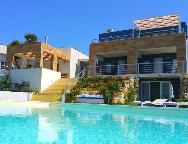 casa-azul-bed-and-breakfast-castellammare-del-golfo-zwembad-huis.jpg