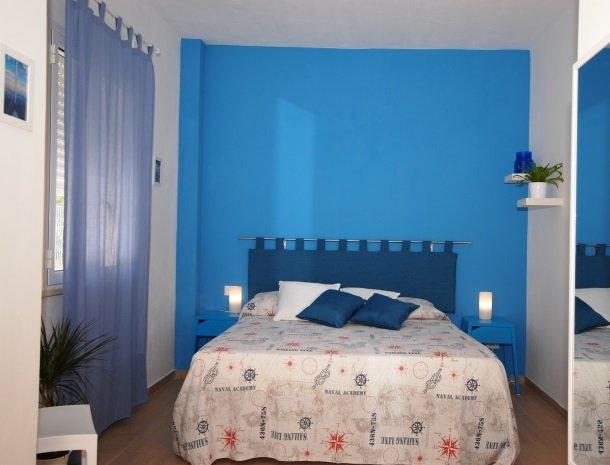 casa-azul-bed-and-breakfast-castellammare-del-golfo-slaapkamer-bed.jpg