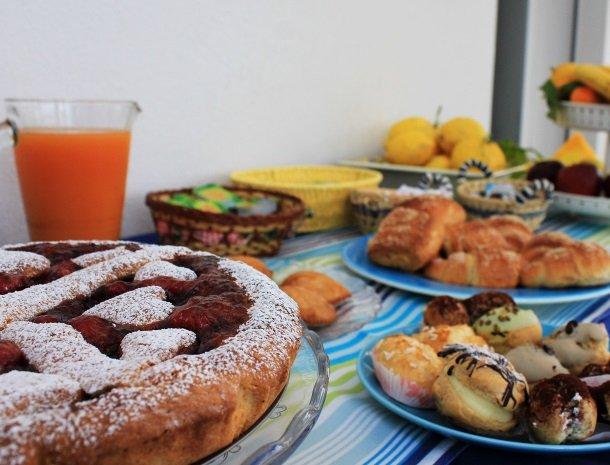 casa-azul-bed-and-breakfast-castellammare-del-golfo-ontbijtbuffet.jpg