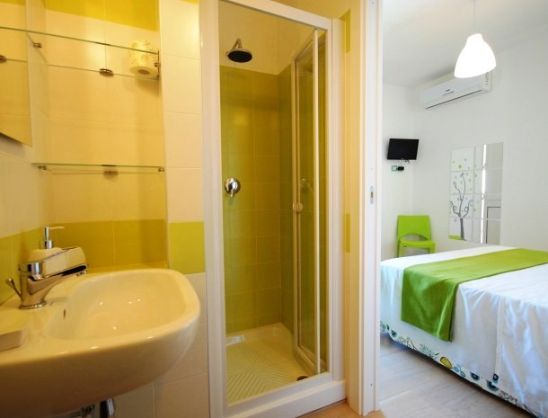casa-azul-bed-and-breakfast-castellammare-del-golfo-badkamer.jpg