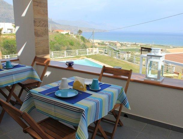 casa-azul-bed-and-breakfast-castellammare-del-golfo-ontbijt-zeezicht.jpg