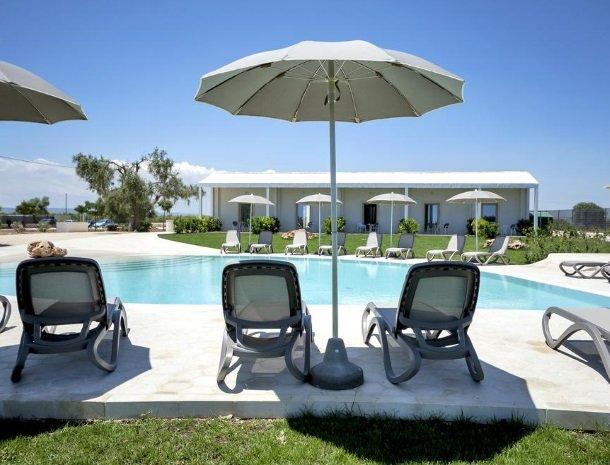 addauro-resort-siracusa-sicilie-zwembad.jpg