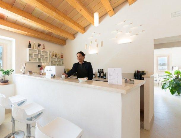 addauro-resort-siracusa-sicilie-bar.jpg