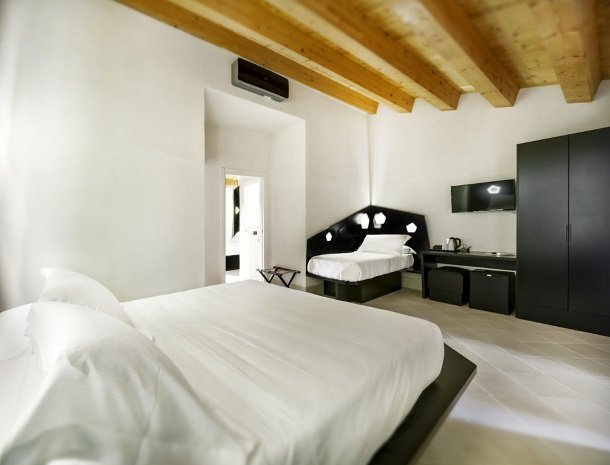 addauro-resort-siracusa-sicilie-slaapkamer-familie-extrabed.jpg
