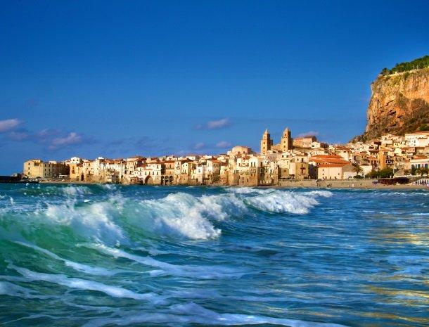 cefalu-badplaats-noordkust-sicilie.jpg